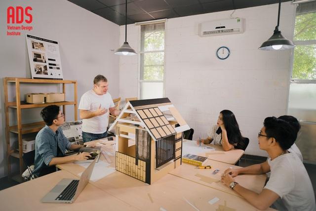 Một giờ học cùng giảng viên Riccardo (Ý) của sinh viên ngành Nội thất - Học viện Thiết kế Việt Nam ADS. www.adsvietnam.edu.vn