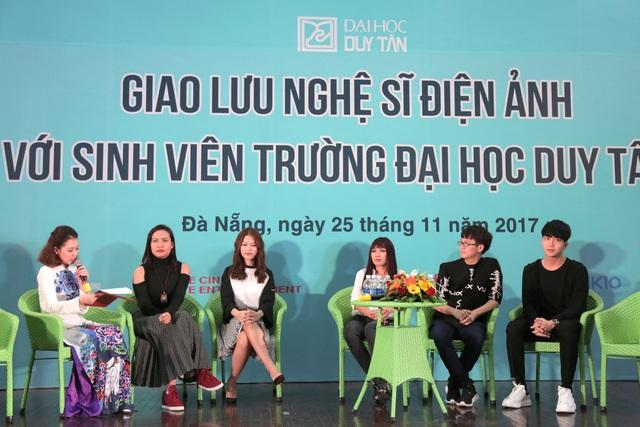 Đạo diễn, diễn viên các phim Đảo của dân ngụ cư và 12 chòm sao: Vẽ đường cho yêu chạy chia sẻ với khán giả Đà Nẵng về quá trình làm phim