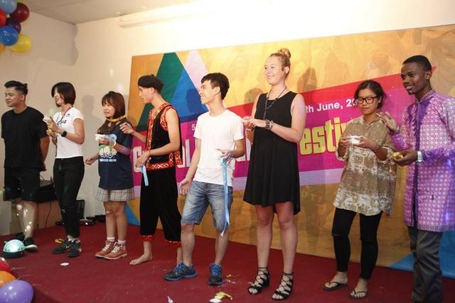 Một buổi giao lưu văn hoá giữa các sinh viên Việt Nam và sinh viên quốc tế tại Đại học Greenwich Việt Nam.