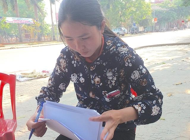 """Chị Vi Thị Bích nói: """"Sau thời gian chờ đợi không có kết quả, tôi đã gửi đơn tố cáo cô Nga lên công an huyện Quỳ Hợp""""."""