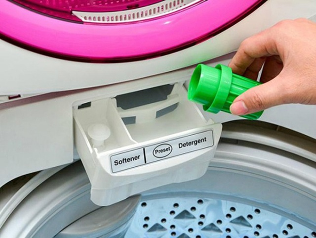 Nước xả vải được các chuyên gia khuyên dùng để giữ hương thơm cho quần áo.