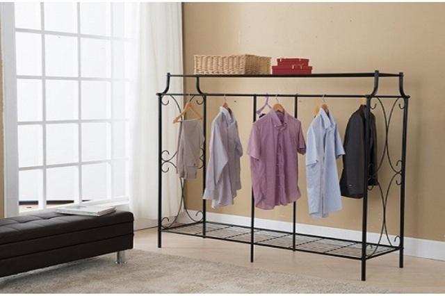 Tận dụng thật tốt những khoảng không trong nhà để phơi quần áo.