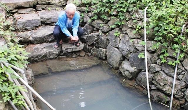 Các cụ cao niên trong làng cũng cho biết, trong thời kỳ kháng chiến, để tránh những trận càn quét của quân địch, bộ đội ta đã đào hầm xuyên qua núi Đọi, thông đến các giếng mắt rồng lấy nước để sinh hoạt