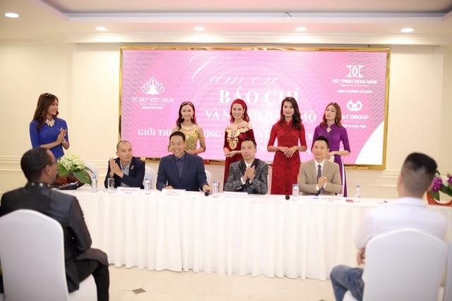 Một số mẫu thiết kế được giới thiệu sẽ trình diễn trong đêm Vẻ đẹp Việt Nam 3 - Vươn ra biển lớn.