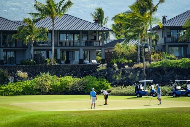 Tại Kohanaiki, các thành viên được thoải mái tham dự nhiều hoạt động giải trí ngoài trời như lướt sóng, lặn biển hay đi bộ đường dài.
