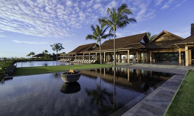 Kohanaiki vừa hoàn tất dự án trị giá 65 triệu USD nằm trên tổng diện tích 6100 m2. Ở tầng trên cùng là nhà mái nón và nhà hàng sushi của đầu bếp nổi tiếng Patrick Heymann.