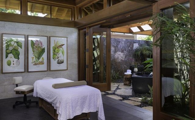 Khu spa riêng của câu lạc bộ do Tracy Lee tạo nên. Cô cũng là chủ nhân của TLee Spas và các chuỗi spa ở nhiều khu nghỉ dưỡng Auberge.