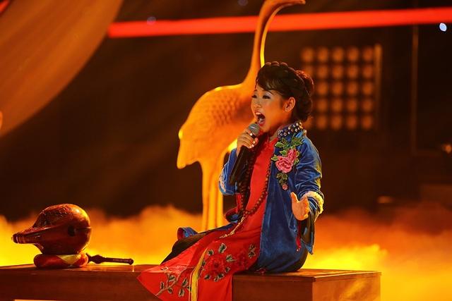 HLV Quốc Thiên đánh giá Tú Thanh là một cô bé thông minh, nhanh nhẹn, luôn biết chủ động trong việc lựa chọn hình tượng và tìm bài hát.