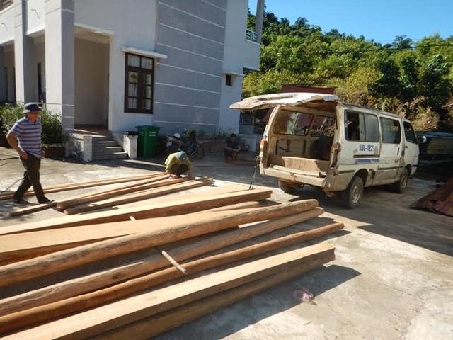 Số gỗ lậu bị lực lượng kiểm lâm bắt giữ