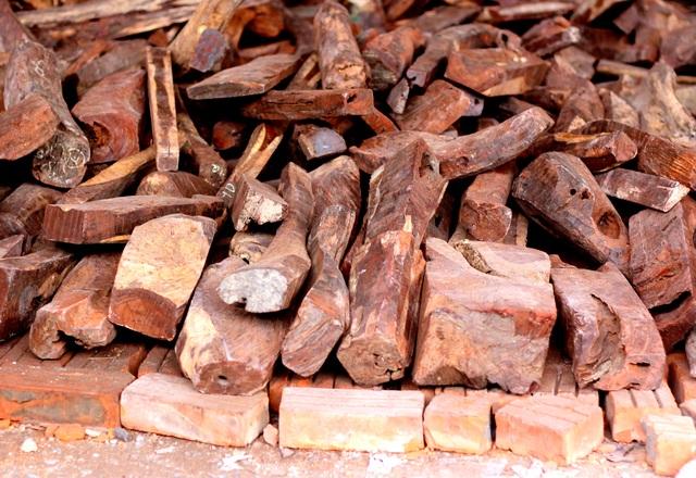 Về Bắc Ninh xem khu chợ gỗ quý tiền tỉ bán theo cân - 3