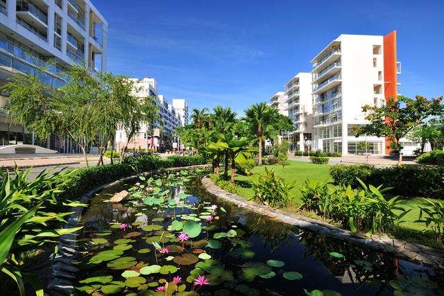 Phố đi bộ Kênh Đào nơi khu phố Panorama tọa lạc vị trí cửa ngõ cũng là địa danh nổi tiếng trong đô thị Phú Mỹ Hưng và đón lượng khách khổng lồ mỗi ngày.
