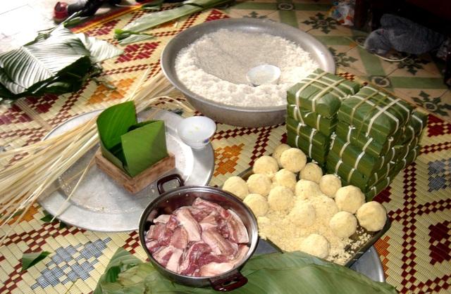Dịch vụ gói bánh trưng tại nhà đang thu hút sự quan tâm của người dân Sài Gòn.