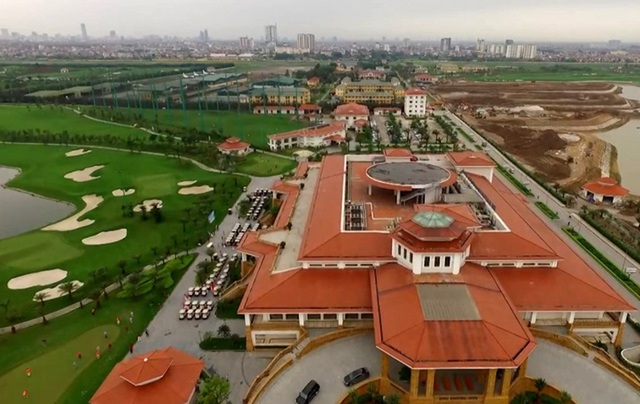 Ngoài sân golf, nơi đây còn có tổ hợp nhà hàng, khách sạn