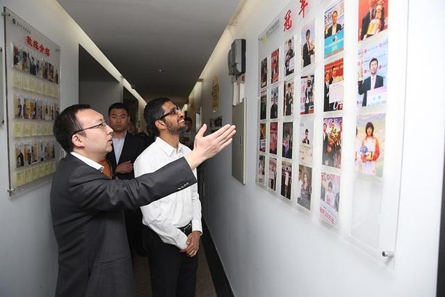 CEO Google Sundar Pichai trong một chuyến thăm Trung Quốc.