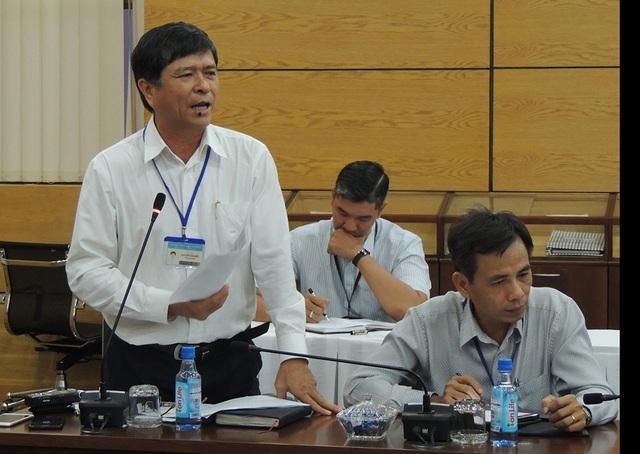 Nguyễn Văn Hiếu, Phó Giám đốc Sở GD-ĐT TPHCM trao đổi lại những ý kiến góp ý của cán bộ ngành giáo dục TPHCM
