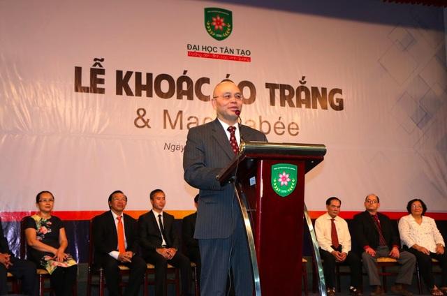 GS Thạch Nguyễn - Trưởng khoa Y Đại học Tân Tạo.