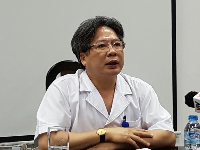 GS.TS Trần Bình Giang, Giám đốc BV Việt Đức cho biết, bộ dây truyền dịch BV mua đắt hơn viện khác 5 lần bởi đây là dây chuyên dụng chỉ dành cho bệnh nhân ghép tạng. Ảnh: H.Hải