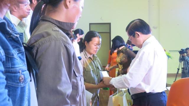 Hàng giá ưu đãi và học học bổng đến với công nhân Bắc Ninh - 1