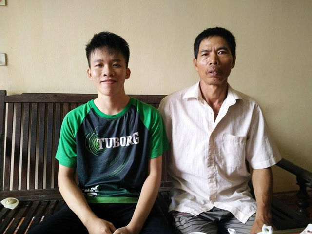 Em Nguyễn Minh Quang, thủ khoa khối A kỳ thi THPT quốc gia 2017 ở Ninh Bình bên bố mình.