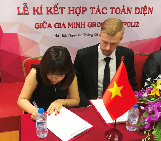 Bà Phạm Thị Kiều trong buổi ký kết