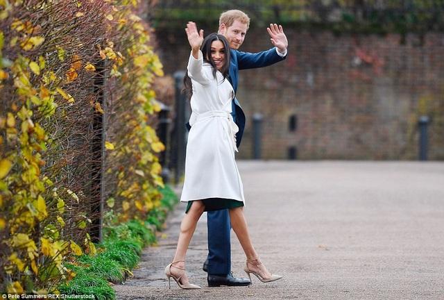 Nữ diễn viên người Mỹ, Meghan Markle, 36 tuổi, trở thành tâm điểm chú ý sau khi Hoàng gia Anh công bố đám cưới giữa cô và Hoàng tử Harry sẽ diễn ra vào đầu năm sau. (Ảnh: Dailymail)