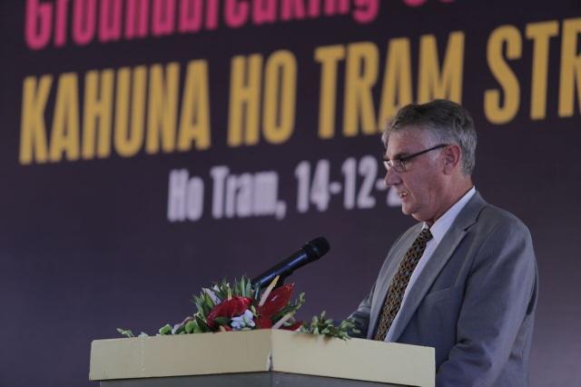 Ông Gary Martin, Phó Chủ tịch Xây Dựng và Phát triển công ty Dự Án Hồ Tràm (HTP)