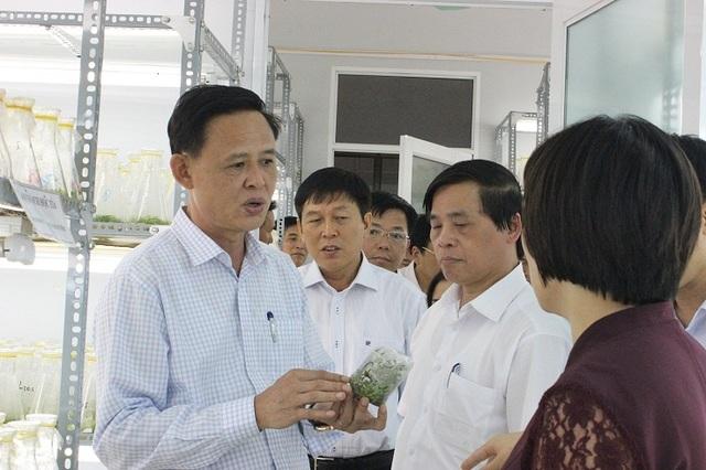 Thứ trưởng Nông nghiệp Hà Công Tuấn (trái) được Thủ tướng bổ nhiệm lại.