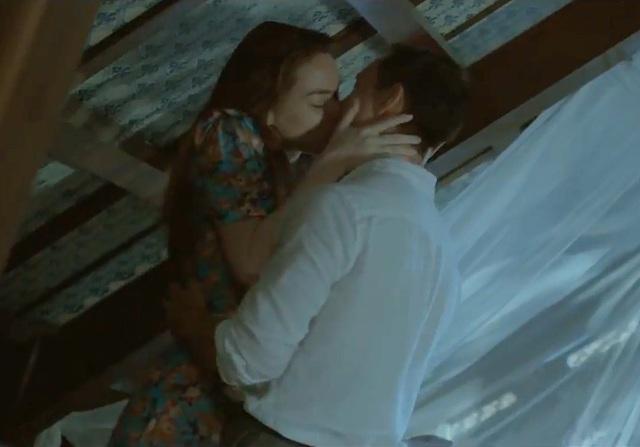 Hà Hồ và Kim Lý dành cho nhau nhiều nụ hôn nóng bỏng