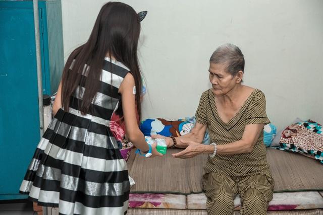 Con gái Hà Phương đã có ý thức tự lập kế hoạch kinh doanh nhỏ để kiếm tiền làm từ thiện cùng bố mẹ.