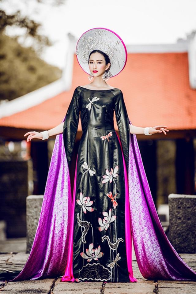 Bộ trang phục truyền thống được thiết kế cho Hà Thu tham dự Hoa hậu Liên lục địa 2015.