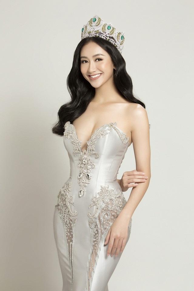 Năm 2017 đánh dấu nhiều dấu ấn của Hà Thu khi cô trở thành đại diện Việt Nam tham gia cuộc thi Hoa hậu Trái đất Miss Earth 2017. Hà Thu đã rất nỗ lực và tạo dấu ấn tại cuộc thi khi là một trong những thí sinh nổi bật, đoạt 5 Huy chương các loại, trong đó có 2 Huy chương Vàng và vào Top 16 chung cuộc.