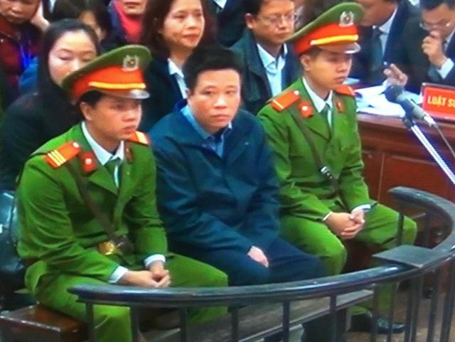 Bị cáo Hà Văn Thắm tại phiên xử sáng nay