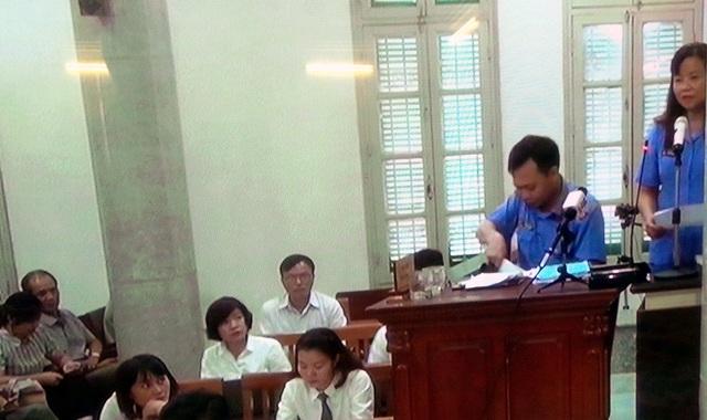 Đại diện Viện KSND TP Hà Nội tranh luận tại tòa.