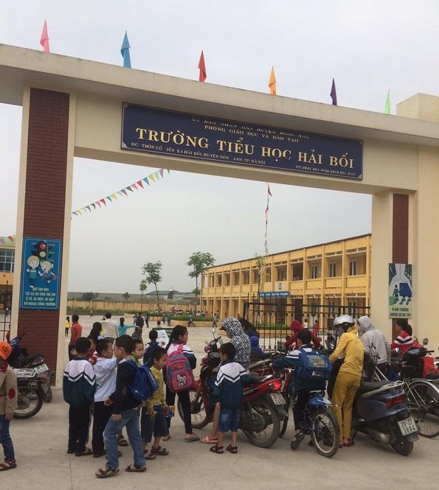 Ngày 14/1, trường tiểu học Hải Bối (Đông Anh - Hà Nội) đã chính thức trả lại những khoản tiền chưa đúng quy định cho phụ huynh.