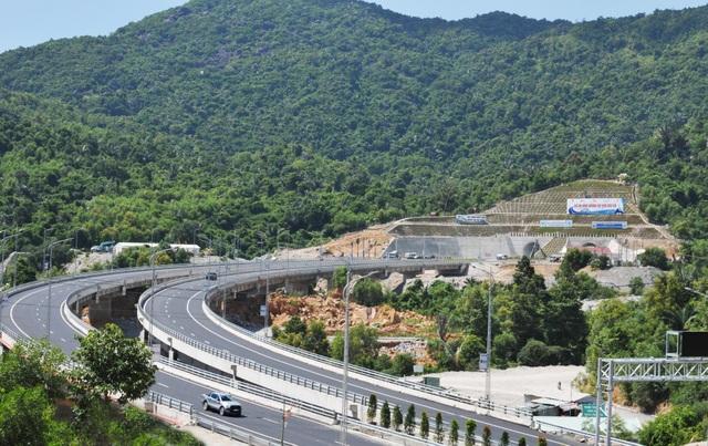 Sau 8 năm triển khai dự án, hầm đường bộ Đèo Cả chính thức thông xe và đưa vào khai thác hôm nay (21/8)