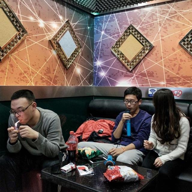 hay phòng hát karaoke phục vụ chính dân cư trong hầm