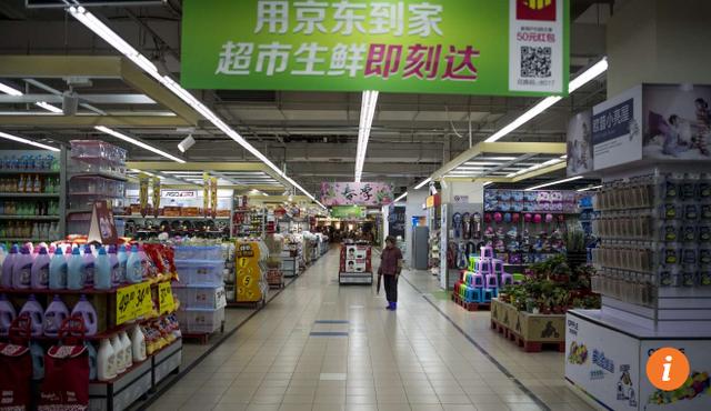 Cảnh vắng vẻ bên trong siêu thị Lotte Mart của Hàn Quốc ở Thượng Hải, Trung Quốc do người Trung Quốc tẩy chay hàng tiêu dùng Hàn Quốc (Ảnh: SCMP)