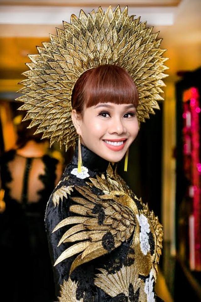 Mrs Universe Vietnam 2016 Hằng Nguyễn.