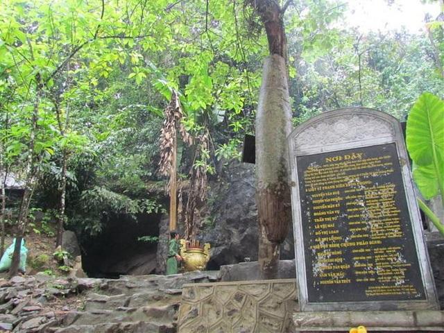 Hang Tám Cô (huyện Bố Trạch, tỉnh Quảng Bình)