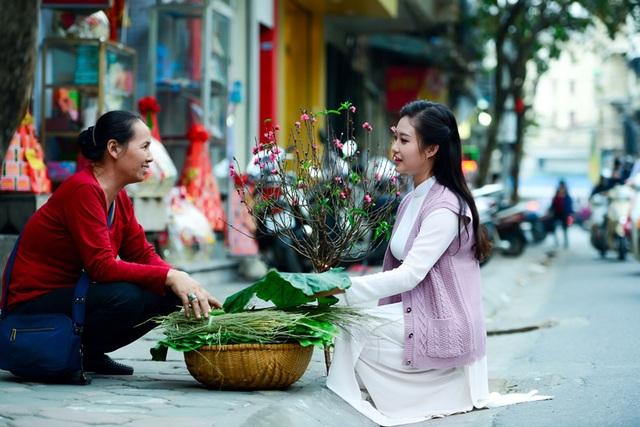 Cô gái Hà Nội hoài niệm tiếng chuông chùa Trấn Vũ của Tết xưa - 17