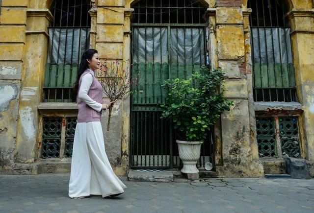 Cô gái Hà Nội hoài niệm tiếng chuông chùa Trấn Vũ của Tết xưa - 14