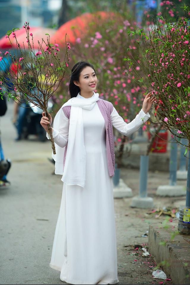 Cô gái Hà Nội hoài niệm tiếng chuông chùa Trấn Vũ của Tết xưa - 12