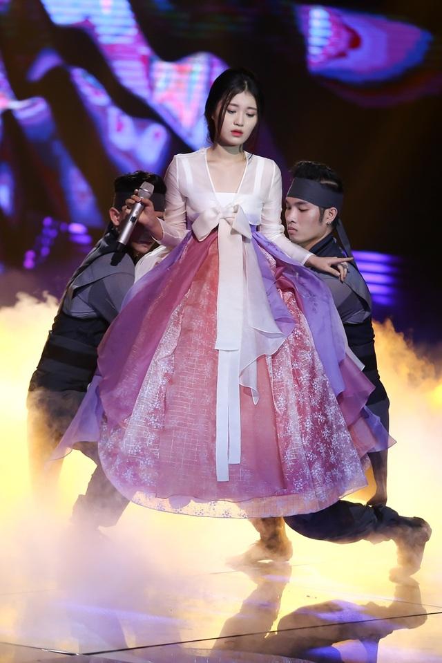 Han Sara, cô thể hiện ca khúc Lạc trôi - bản hit của Sơn Tùng - MTP.