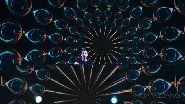 """DJ Top 3 thế giới Hardwell khen """"khán giả Việt Nam tuyệt vời nhất thế giới"""" - 10"""
