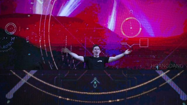 """DJ Top 3 thế giới Hardwell khen """"khán giả Việt Nam tuyệt vời nhất thế giới"""" - 13"""