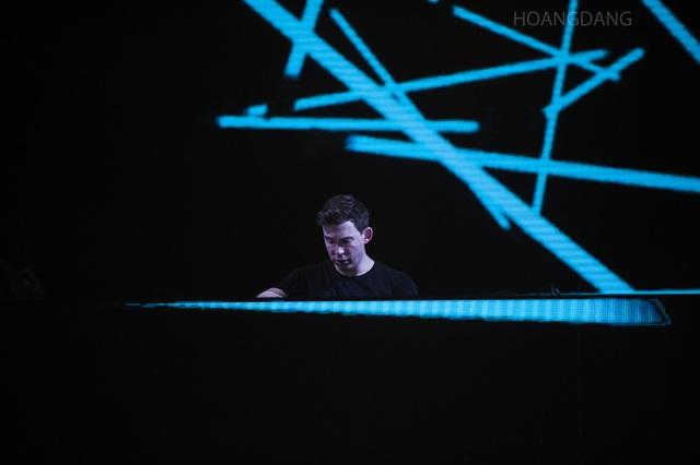 """DJ Top 3 thế giới Hardwell khen """"khán giả Việt Nam tuyệt vời nhất thế giới"""" - 11"""