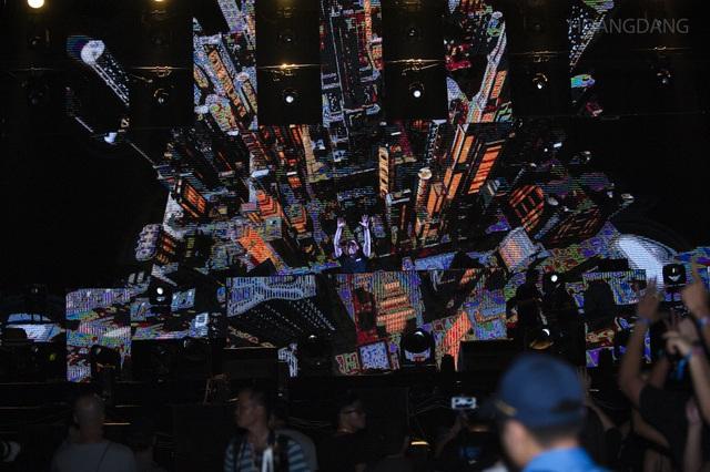 """DJ Top 3 thế giới Hardwell khen """"khán giả Việt Nam tuyệt vời nhất thế giới"""" - 15"""
