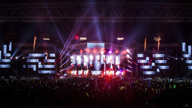 DJ Top 3 thế giới đã biến Mỹ Đình thành một chảo lửa.