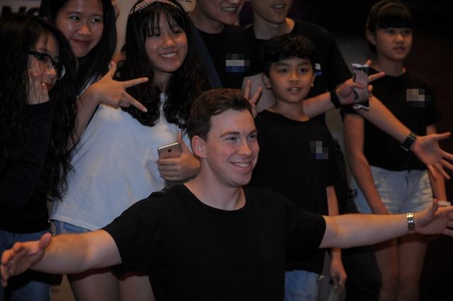 """DJ Top 3 thế giới Hardwell khen """"khán giả Việt Nam tuyệt vời nhất thế giới"""" - 4"""