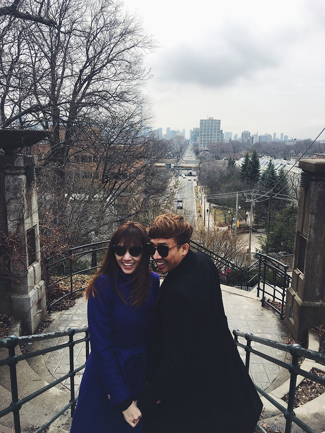 Cặp đôi vô cùng hạnh phúc - tay trong tay giữa thời tiết đang rất lạnh tại Canada